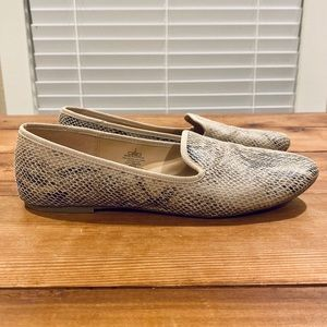 🌈 2/$20 Old Navy Faux Snakeskin Flat Loafers
